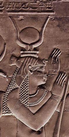 : Kom Ombo, Detail Woman; Patty Arnold photographer/website.