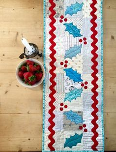 Free christmas table runner quilt pattern from Quilting Focus