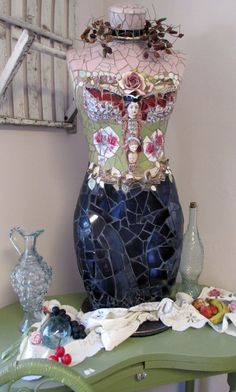 Love fantasy dress forms as well as the real deal - The French Circus Mannequin Art, Dress Form Mannequin, Mosaic Crafts, Mosaic Projects, Mosaic Ideas, Mosaic Glass, Glass Art, Stained Glass, 3d Figures