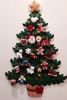 Precioso árbol de navidad en fieltro