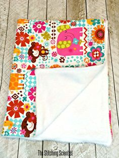 Sew a simple baby blanket under 20 minutes with this beginner sewing project tutorial. So easy even I can do this.