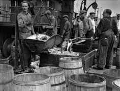 Berenice Abbott  - Fulton Fish Market, NYC (1930)