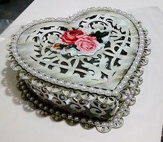 Caixa Coração em MDF/ decorada estilo provençal com pérolas