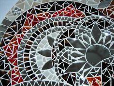 Mandala em 50cm de diâmetro para Decoração de Paredes  Trabalho em Mosaico de Vidro e Espelhos. Base em MDF. Possui furo atrás para fixação.  Obs.: Produto para uso em Ambiente Interno. Não expor ao calor e á umidade.