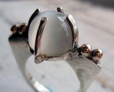 moonstone ring... by Artigiano Jewel Box * long prongs
