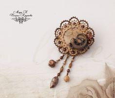 Авторская кружевная брошь Ящерица и пустыня, фриволите анкарс - коричневый
