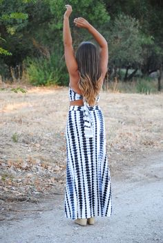 Matching two piece set. Navy blue and white. Maxi skirt and crop top. Summer outfit. Trendencies
