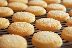 Lemon and Ginger Biscuits / Cookies Sugar Biscuits Recipe, Shortbread Biscuits, Shortbread Recipes, Biscuit Cookies, Biscuit Recipe, Homemade Shortbread, Easy Sugar Cookies, Christmas Sugar Cookies, Shortbread Cookies