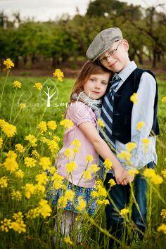 Lisa Smiley Photography -sibling poses, sibling photography, child photography