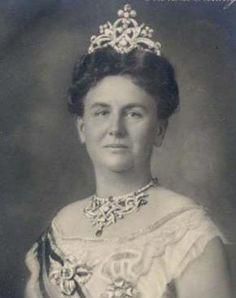 Queen  Wilhelmina of the Netherlands wearing her wedding gift parure.