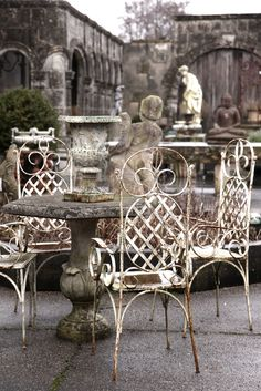 Wrought iron patio chairs with stone table.rustic chic furniture sets wrought iron Outdoor Rooms by French Grey Outdoor Rooms, Outdoor Gardens, Outdoor Living, Outdoor Furniture Sets, French Country Style, Modern Country, French Grey Interiors, Grey Interior Design, Modern Design