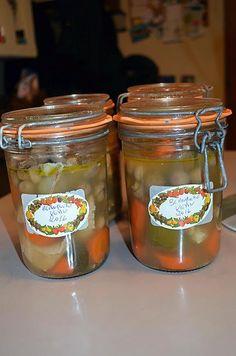 La meilleure recette de CONSERVE DE BLANQUETTE DE VEAU! L'essayer, c'est l'adopter! 0.0/5 (0 votes), 0 Commentaires. Ingrédients: 1,6 kg de quasi de veau, 1 oignon, 1 blanc de poireau, 1 branche de céleri, 3  carottes, 1 bouquet garni, des clous de girofle, Champignons de Paris, Beurre, Sel, poivre, bouillon de volaille, Marinade Sauce, Tupperware, Preserves, Pickles, Cucumber, Mason Jars, Frozen, Homemade, Canning