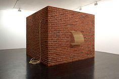 Brick House (Casa de tijolos), 2012, de Tonico Lemos Auad: instalação que foi exposta na Stephen Friedman Gallery, de Londres, e agora pode ser vista em São Paulo (Foto: Divulgação)