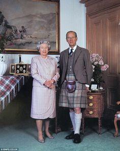queen of england christmas card   HM The Queen 1995   Royal Christmas Cards