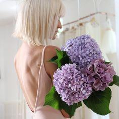Camille RECOLIN, WEDDING DRESS DESIGNER .  Blond hair / White Hair / Creator / Sewing /wedding dress / Couture /Dress / Maison de couture / Hortensia /Flower / Dos nu /Nude