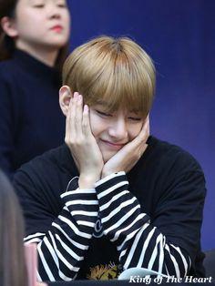 V ❤ BTS Myeongdong Fansign (170224) #BTS #방탄소년단