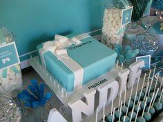 Tiffany box birthday cake, candies and cupcake pops Tiffany Sweet 16, Tiffany Blue Party, Tiffany Birthday Party, Tiffany Theme, Tiffany & Co., Tiffany Wedding, 50th Birthday Party, Gatsby Wedding, Blue Wedding
