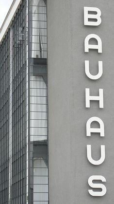 Le Bauhaus.  Une pensée incontournable, que ce soit dans les arts graphiques ou l'architecture...
