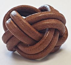 """In the 1920 the name """"woggle"""" was invented by Gidney, the first chief of… Whittling Projects, Wood Badge, Scarf Knots, Girl Guides, Cub Scouts, Christmas 2017, Baden Powell, Beavers, Leather"""