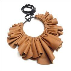 Tobacco leather collar, love this! - Tobacco leather collar, love this! Leather Necklace, Collar Necklace, Leather Jewelry, Gucci Jewelry, Fabric Necklace, Fabric Jewelry, Cute Jewelry, Jewelry Crafts, Jewelry Box