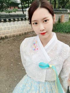 Jiho Oh My girl I Love Girls, S Girls, Kpop Girls, Korean Traditional, Traditional Outfits, Kpop Girl Groups, Korean Girl Groups, Jiho Oh My Girl, Korean Design