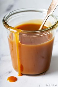 Follow this easy recipe to make homemade caramel sauce - salted or not. It only takes 10 minutes and 5 simple ingredients. Then drizzle it on ice cream, cakes, pancakes, cheesecake, in iced coffee, or as a dessert dip for apples! Homemade Caramel Recipes, Homemade Chocolate, Just Desserts, Delicious Desserts, Yummy Food, Dessert Sauces, Dessert Recipes, Caramel Dip, Edible Gifts