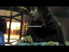 One of the many reasons I can't stand Sydney Dalton. IS SHE STUPID? She is so loud and obnoxious and it's obvious that Haz and Zayn are annoyed. I did like at the end how Niall told her she smelled bad. Bahaha. I'm awful. But seriously, why do people who act like this get to meet them and dedicated directioners dont? Not fair.