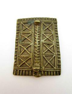 ANTIQUE 19thC AFRICAN GHANA ASHANTI AKAN BRONZE GOLD WEIGHT, SHIELD FORM