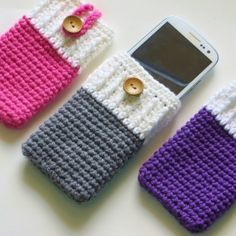 This crochet pattern can be adapted for any phone. It is a simple, quick and useful project which would make wonderful gifts.