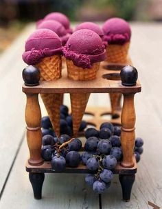 "See the ""Concord Grape Sorbet"" in our Grape Recipes gallery Grape Ice Cream, Blueberry Ice Cream, Frozen Desserts, Frozen Treats, Mini Desserts, Dessert Oreo, Dessert Table, Dessert Recipes, Frozen Yogurt"