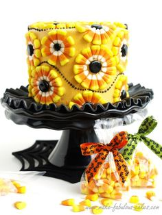Halloween Cake :  Decorating a Candy Corn Cake
