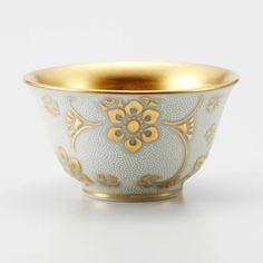 Kutani Porcelain Sake Cup White & Gold  九谷焼酒杯 KABURAKI SAKAZUKI  酒杯 白粒