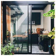 Dirty Kitchen Design, Urban Kitchen, Kitchen Room Design, Outdoor Kitchen Design, Home Room Design, Home Decor Kitchen, Kitchen Sets, Dirty Kitchen Ideas, Small Outdoor Kitchens