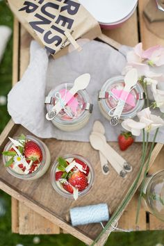 Weiße Schokolade Milchreis mit frischen Erdbeeren