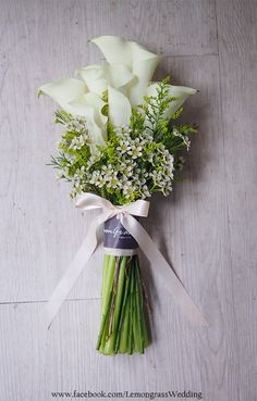 Follow us @ SIGNATUREBRIDE on Twitter and on Facebook at SIGNATURE BRIDE MAGAZINE Lily Bouquet Wedding, Small Wedding Bouquets, Calla Lily Bouquet, Hand Bouquet, Wedding Cakes With Flowers, Floral Bouquets, Floral Wedding, Green Wedding Decorations, Hand Flowers