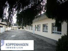 Das Grundstück ist bebaut mit einem Zweifamilienhaus mit einer ca. 60 m² Wohnung im Erdgeschoß und eigenem Eingang, sowie einer ca. 110 m² großen Wohnung im 1. OG und 2. OG, ebenfalls mit separatem Eingang im vorderen Grundstücksbereich.