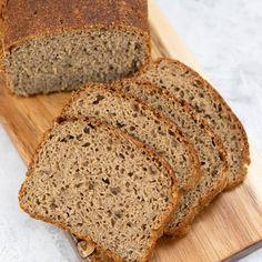 Zapraszam po mój ulubiony i sprawdzony przepis na pyszny chleb żytni na zakwasie domowym lub suszonym z dodatkiem drożdży. Chleb żytni można piec z dodatkiem ziaren lub też ulubionych pestek np. słonecznika. How To Make Bread, Bread Making, Banana Bread, Desserts, Food, Baking, Tailgate Desserts, Deserts, How To Bake Bread