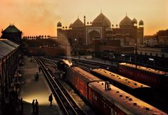 Photographer: Steve McCurry - Location: Agra, India - copyright to Steve McCurry