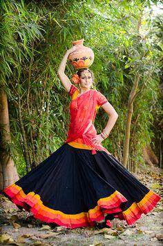 girl on fire Skirt Outfits, Dress Skirt, Choli Pattern, Garba Dress, Flamenco Skirt, Bollywood Lehenga, Black Fire, Painting Of Girl, Half Saree