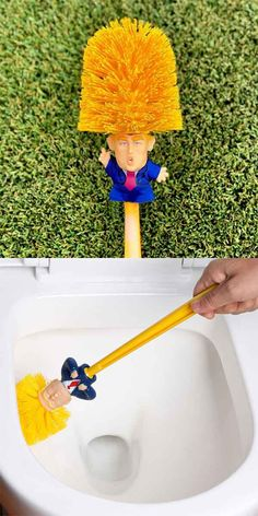 Funny Toilet Supplies Cleaning Tools WC Donald Trump Toilet Base Home Hotel Bathroom Cleaning Brush Accessories Advice on how to get your ex back quick Donald Trump, Funny Jokes, Hilarious, Weird Gifts, Twisted Humor, Adult Humor, Just For Fun, Bathroom Cleaning, Toilet Cleaning