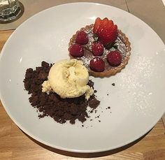 Italy is known for it's world wide success of the Nutella! Get a taste of sweet victory with our Nutella tart with a side of ice cream.  Photo by @flyboyteee  #morettis #morettisristorante #morettiristorantepizzeria #morettisleichardt #leichardt #leichardtfood #pizza #pizzalove #italianfood #italiana #italiancuisine #pasta #antipasto #sydneyfoodie #sydneyfoodies #sydneyfoodiestour #sydneyfoodshare #sydneyaustralia #sydney #food #foodporn #delicious #sydneyfoodbloggerISs #drinkpoor…