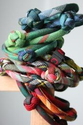 scottish bracelet - knotted tartan plaid piping, would be easy to replicate