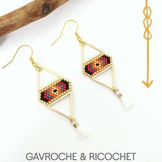 Boucles d'oreilles en miyuki, triangles or et pompons (rouge, orange, noir et or)