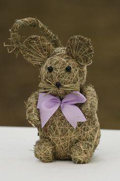 Čekám na sýr Myš ze sena,výška 20cm. Součástí výrobku je visačka certifikátu Topiary, Teddy Bear, Diy Crafts, Toys, Animals, Straw Crafts, Hay, Products, Figurine