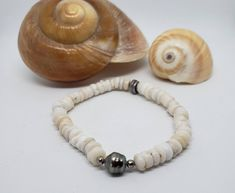 Delicate Natural Hawaiian Puka shell Bracelet with Tahitian Pearl, by KuuipoDesignerJewels on Etsy Shell Choker, Shell Bracelet, Shell Necklaces, Hawaiian Jewelry, Fathers Day Sale, Mermaid Jewelry, Small Faces, Lavender Color, Tahitian Pearls
