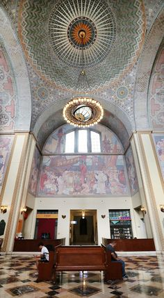 The amazing rotunda at the Los Angeles Public Library! Click through for a self-guided walking tour of Downtown Los Angeles / A Globe Well Travelled