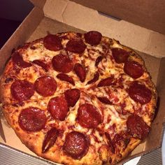 Closed)) Lucy knocks on her daughters door before calling quot;you better let me in, I have pizza! She grins, remembering when she did this with doughnuts in the selection. I Love Food, Good Food, Yummy Food, Best Food Ever, Weird Food, Food Goals, Food Cravings, I Foods, Snack Recipes