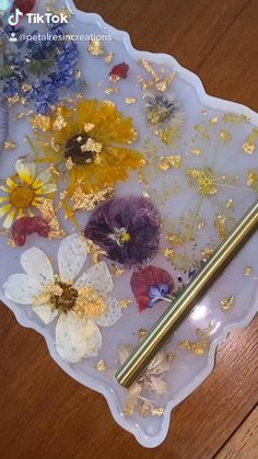 Diy Resin Projects, Diy Resin Crafts, Diy Arts And Crafts, Diy Resin Tray, Resin Art, Flower Crafts, Resin Jewelry, Dried Flowers, Sewing Crafts