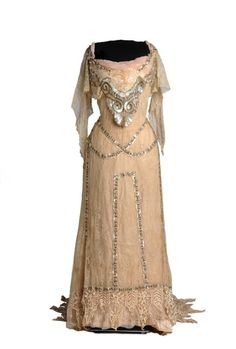 Evening dress ca. 1908 From the Museo del Traje
