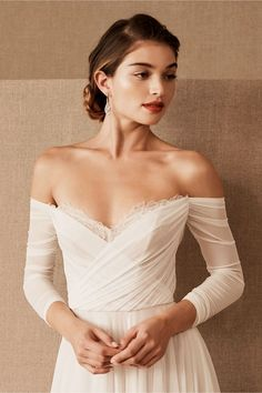 The beautiful BHLDN wedding dress collection brings us amazing on trend bridal styles. From classic Boho to feminine and pretty wedding dress styles Ball Dresses, Ball Gowns, Dresses With Sleeves, Bridal Outfits, Bridal Gowns, Bridal Lehenga, Dress Plus Size, Best Wedding Dresses, Gown Wedding